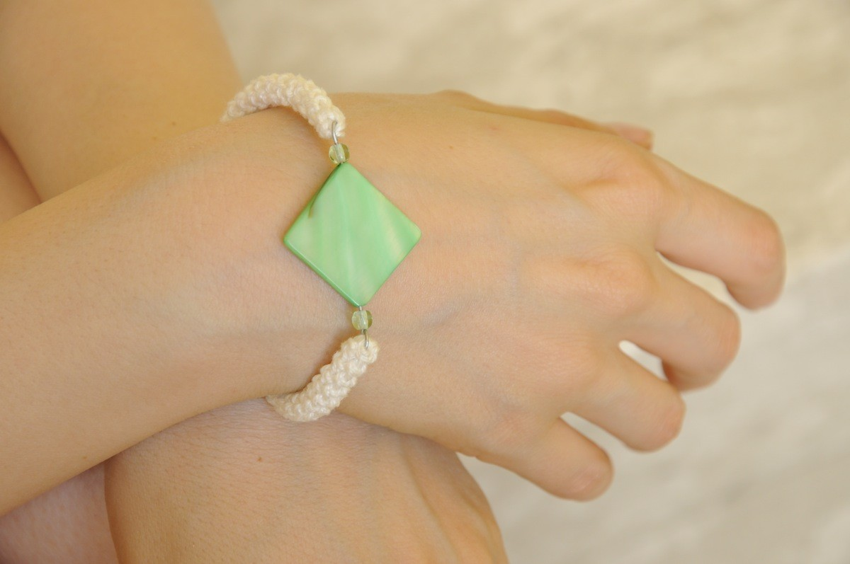 bracciale-uncinetto-madreperla